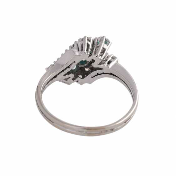 Ring with 12 brilliant-cut diamonds, together CA. 0,38 ct, - photo 4