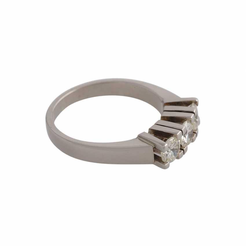 Ring with 3 brilliant-cut diamonds, approximately 0.9 ct, GW-GET (L-M)/VVS-VS, - photo 2