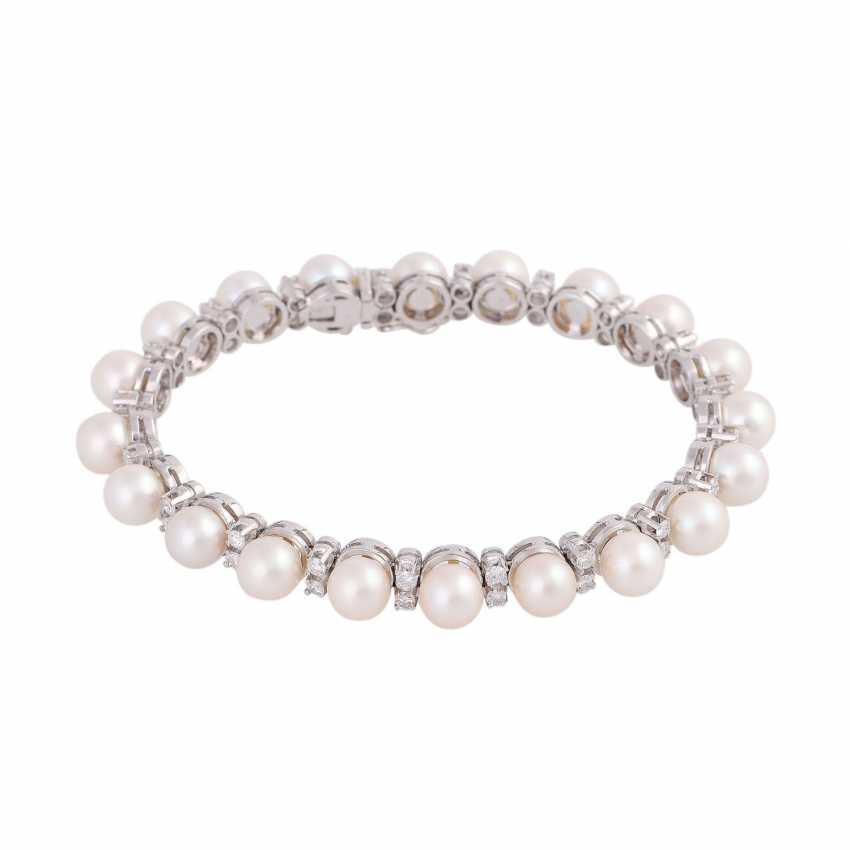 Bracelet with 20 Akoya-cultured pearls, D: approx 6,5-7 mm, - photo 1