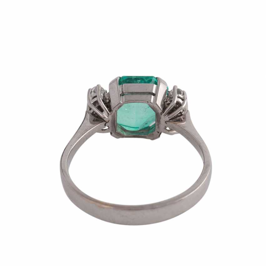 Ring with a fine emerald in octagonal step cut, approx 3.25 ct, - photo 4
