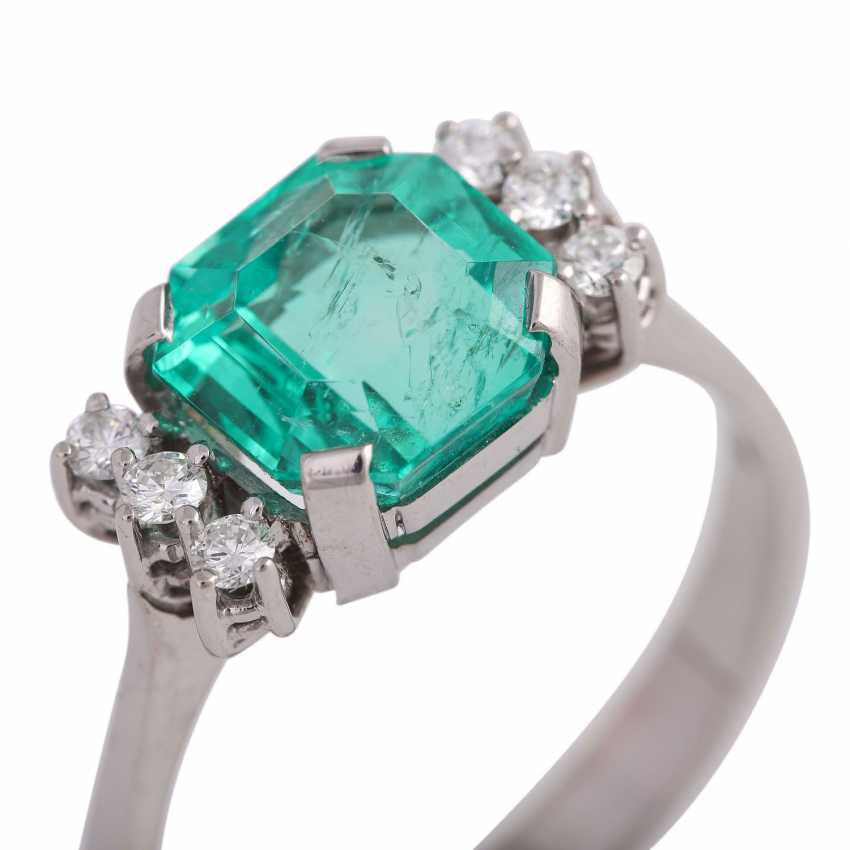 Ring with a fine emerald in octagonal step cut, approx 3.25 ct, - photo 5