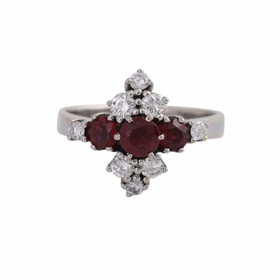 Ladies ring with 3 rundfac. Rubies together approx. 0,90 ct, 8 brilliant-cut diamonds - photo 1