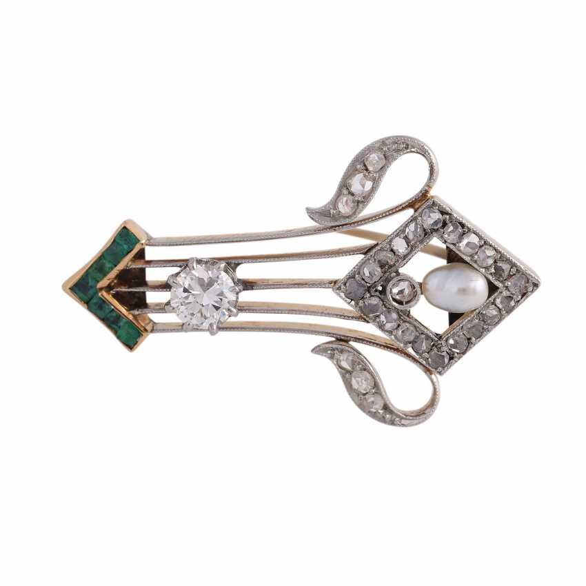 Brooch with emeralds and diamonds, - photo 1