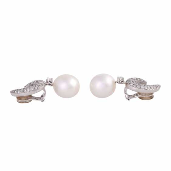 Clip-on earrings with 2 South sea cultured pearls and diamonds - photo 2