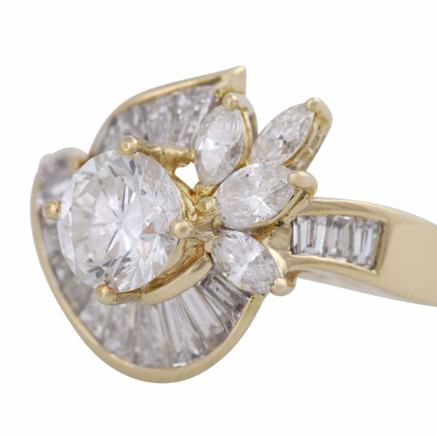 4a766444c Lot 265. Diamond ring with Central brilliant, approximately 1.1 ct ...