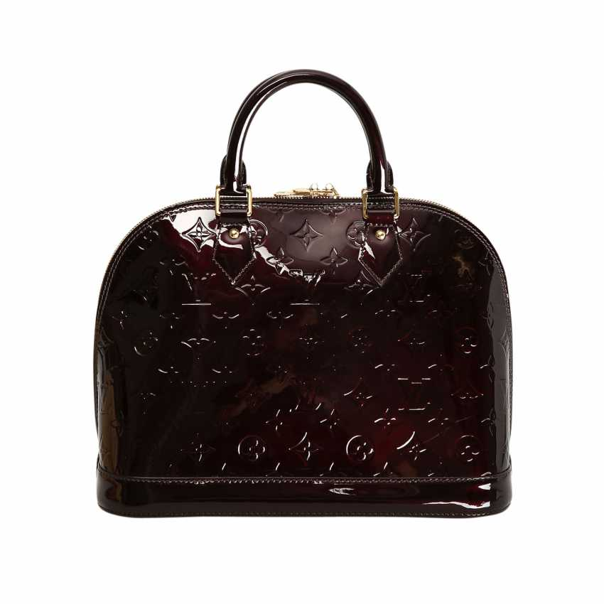 7f4e6036255a Lot 4. LOUIS VUITTON handbag