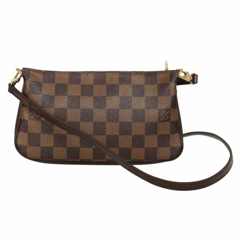 b93a7ac583483 Lot 11. LOUIS VUITTON shoulder bag