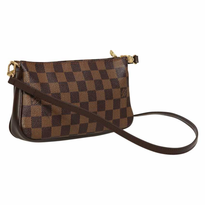 wholesale dealer 4f433 2418b Lot 11. LOUIS VUITTON shoulder bag