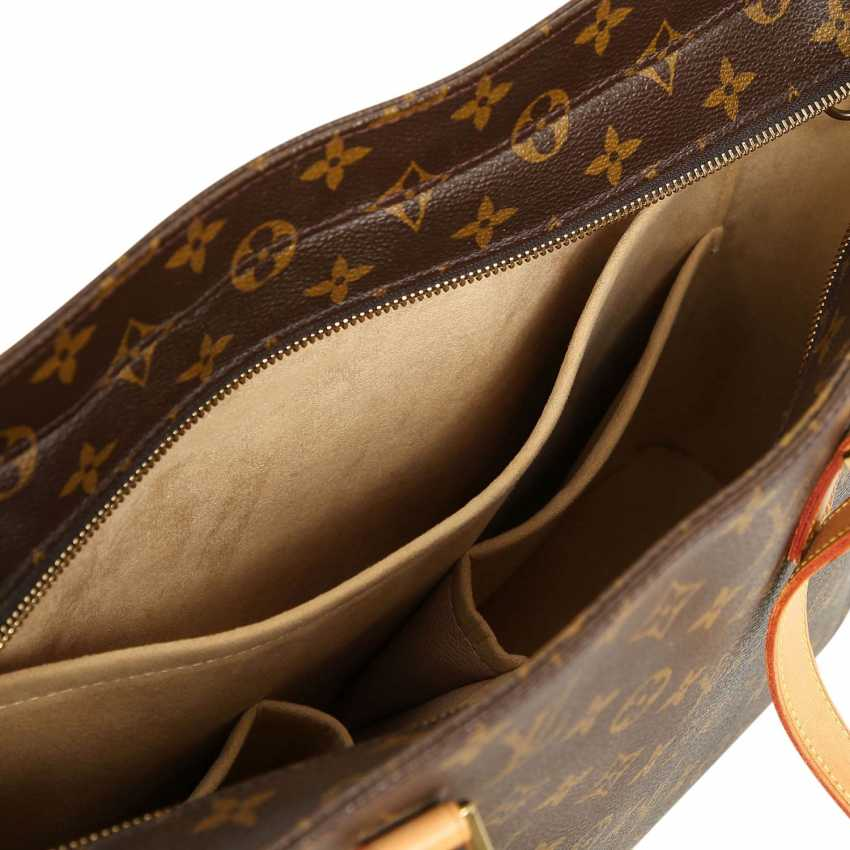 3c7a4d57d454 Lot 41. LOUIS VUITTON shoulder bag