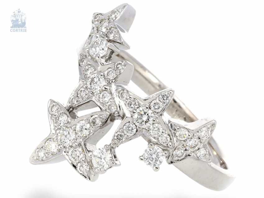 Ring: playful, individual ladies ring with star motif, modern and crafted from 18K white gold - photo 1