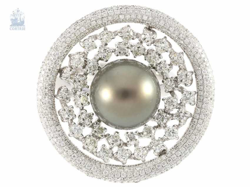 Ring: high-fine, modern gold wrought ring with a large Tahitian pearl and fine diamonds, crafted in 18K white gold with 1,82 ct brilliant-cut diamonds, never worn - photo 2