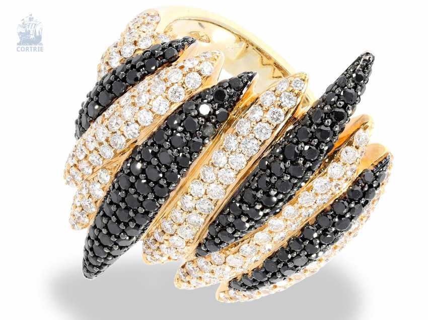 Ring: modern, wide and fancy Cocktail-brilliant-wrought gold ring, fancy Designer crafted from 18K Gold, white and black brilliant-cut diamonds, together with 3.34 ct - photo 1