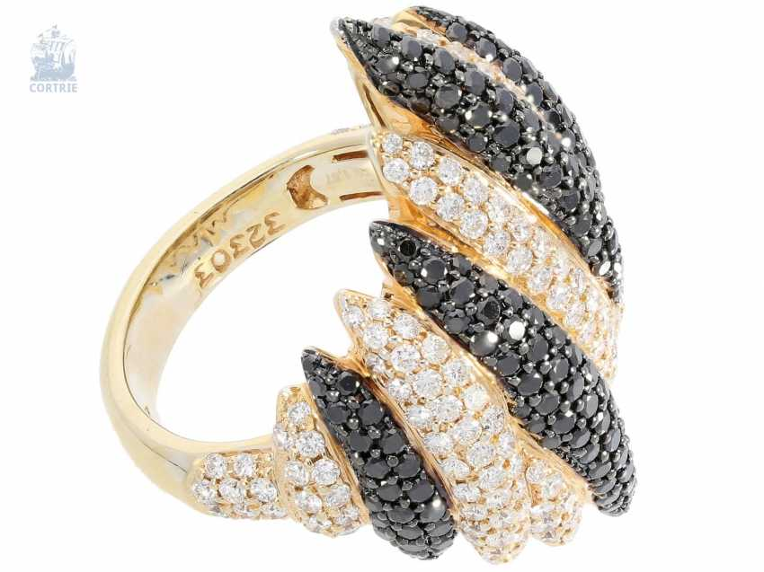 Ring: modern, wide and fancy Cocktail-brilliant-wrought gold ring, fancy Designer crafted from 18K Gold, white and black brilliant-cut diamonds, together with 3.34 ct - photo 2