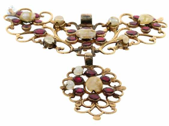 Pendant: antique and very intricately carved, antique gold pendant with tourmaline and natural pearl trim, 19. Century. - photo 2