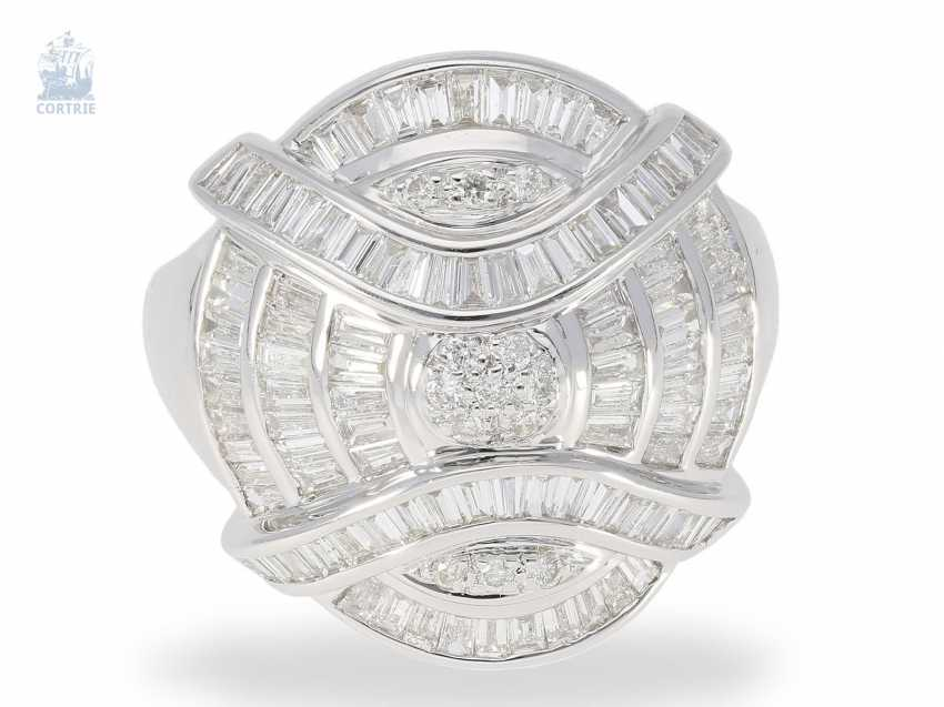 Ring: fashionable and fancy Designer ladies ring set with a rich diamond trim, high-quality, mint condition, 18K white gold, 1.79 in ct - photo 2