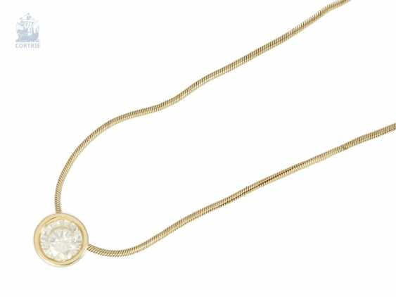 Chain/necklace/pendant: fine gold snake chain with a solitaire/diamond pendant, approximately 0.8 ct - photo 2