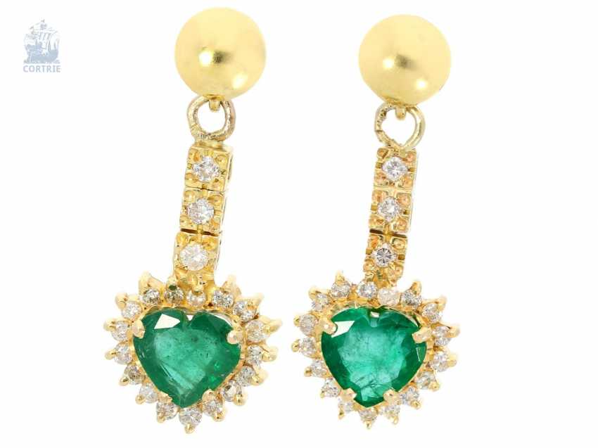Earrings: fancy wrought gold, emeralds in heart shape and brilliant trim, crafted from 18K Gold, approx 2.3 ct - photo 1