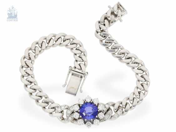 Bracelet: very valuable and massive tanzanite/brilliant-wrought gold bracelet, solid hand made of 14K white gold, approx. 4,2 ct - photo 2