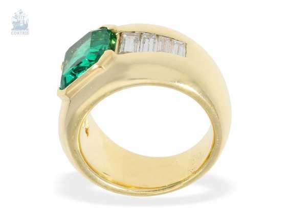 Ring: the massive, and formerly very expensive emerald/diamond gold forged ring, beautiful and bright green, a very valuable emerald of approx. 3ct, origin Columbia - photo 2