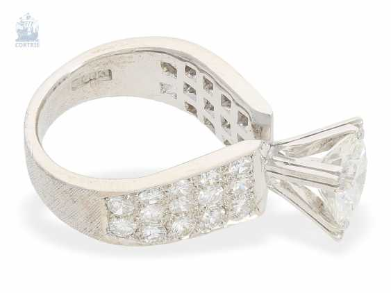 Ring: modern, exclusive, Designer, brilliant gold wrought ring with a large and high quality diamonds of approximately 1.71 ct, unique pieces crafted from 18K white gold, current certificate! - photo 3