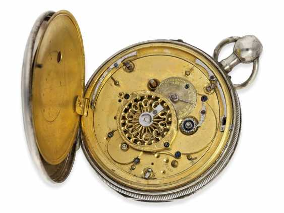 "Pocket watch: attractive silver Spindeluhr with an unusual Repetition and fine enamel painting ""Cupid shoots arrows of Love"", a major Geneva-based watchmaker, Freres Esquivillon No. 1090, CA. 1810 - photo 4"