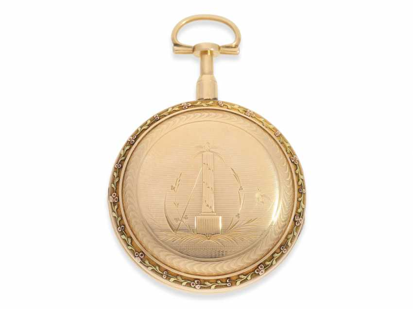 Pocket watch: a magnificent 3-colors-gold watch with strike on bell, excellent original condition, probably Geneva to 1800 - photo 2