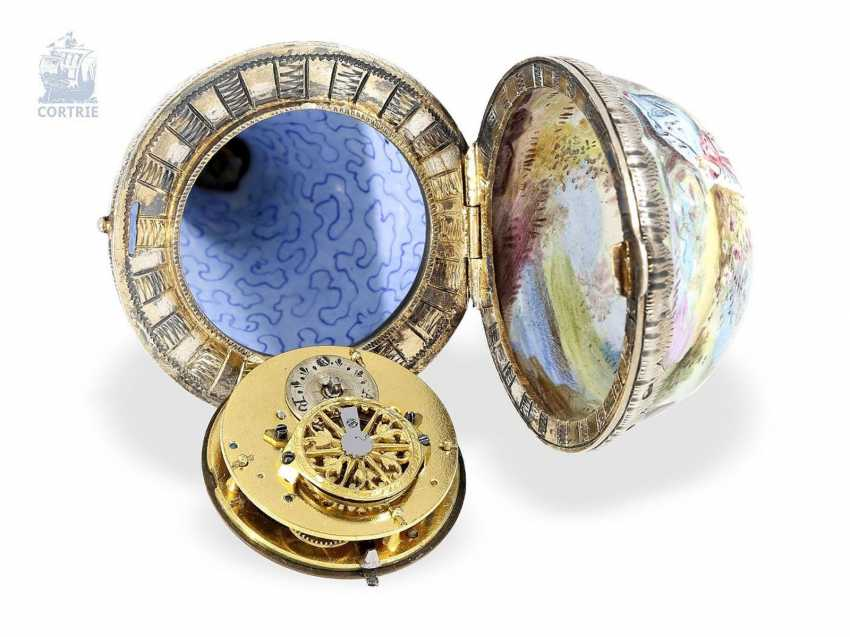 Anhängeuhr/Formuhr: exceptionally large enamel Formuhr with elaborate enamel magnifying glass paintings in the Watteau style, Vienna around 1820 - photo 3