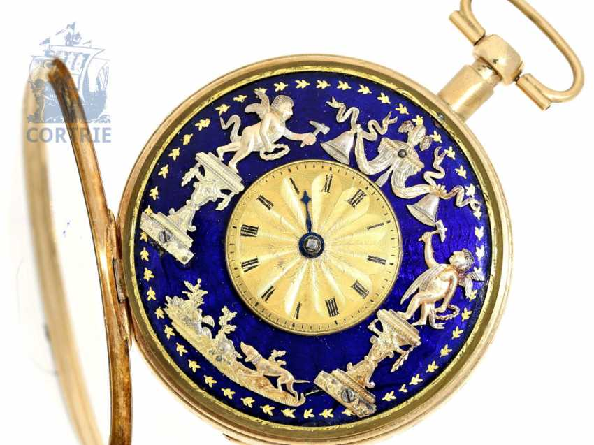 Pocket watch: unusual, large Vienna Percussion pocket watch with repoussé technology-case and the figure of automaton Jacquemart, Caspar Kaufmann in Vienna, around 1815 - photo 1