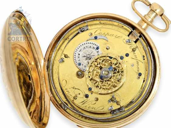Pocket watch: unusual, large Vienna Percussion pocket watch with repoussé technology-case and the figure of automaton Jacquemart, Caspar Kaufmann in Vienna, around 1815 - photo 2