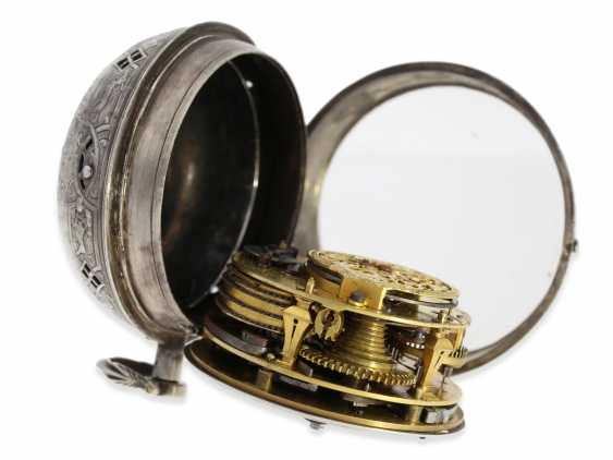 Pocket watch/Karossenuhr: exceptionally large Oignon with percussion, Royal watchmaker Jerome Martinot, Paris, circa 1700 - photo 7