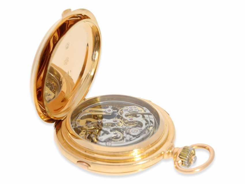 Pocket watch: Significant gold savonnette with 8 complications, a perpetual calendar, minute repeater, and a heavy matching watch chain, Audemars Piguet No. 48540, made for Dürrstein Dresden around 1900 - photo 2