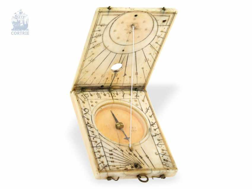 Travel-sundial: a Museum, an extremely early set of Horizontal and Vertical sundial, so-called folding sundial, ivory, presumably to 1620/30 - photo 3