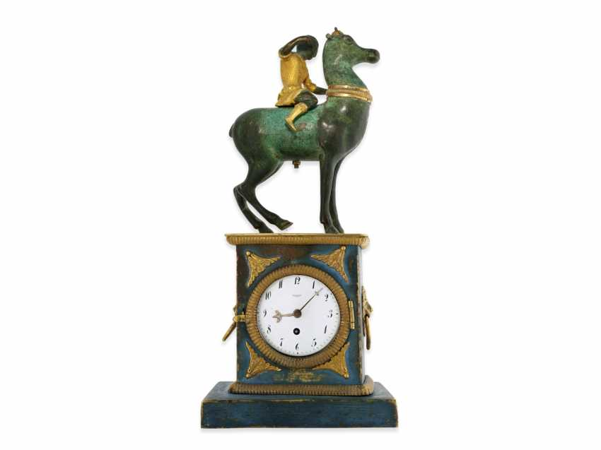 Clock: fancy, attractive Bronze figures, table clock with spindle work, France, around 1800 - photo 2
