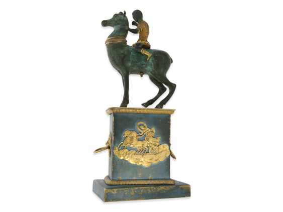 Clock: fancy, attractive Bronze figures, table clock with spindle work, France, around 1800 - photo 3