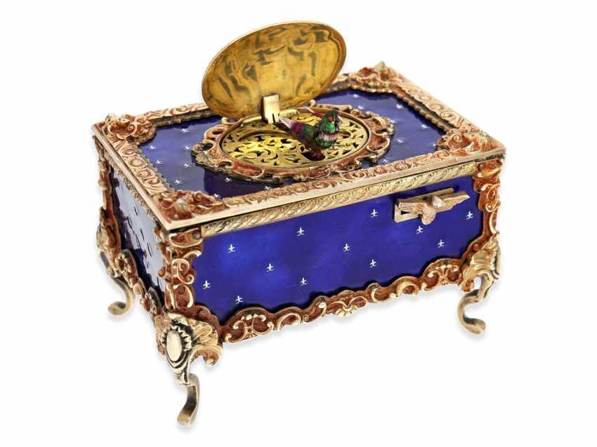 "Music box/musical singing bird box enamel singing bird automaton in excellent original condition with original key, Karl Griesbaum ""Rococo style"", CA. 1930-1960 - photo 1"