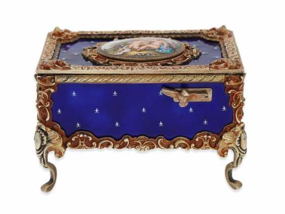 "Music box/musical singing bird box enamel singing bird automaton in excellent original condition with original key, Karl Griesbaum ""Rococo style"", CA. 1930-1960 - photo 2"