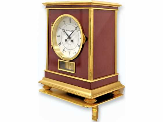 "Table clock/wall clock: very rare and large Jaeger Le Coultre Atmos model ""Embassy"" Bordeaux, original condition, Full Set with transport case, wall bracket, and proof of purchase of 1983 - photo 2"
