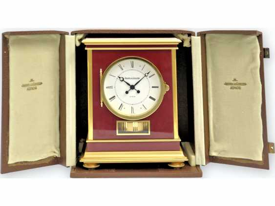 "Table clock/wall clock: very rare and large Jaeger Le Coultre Atmos model ""Embassy"" Bordeaux, original condition, Full Set with transport case, wall bracket, and proof of purchase of 1983 - photo 3"