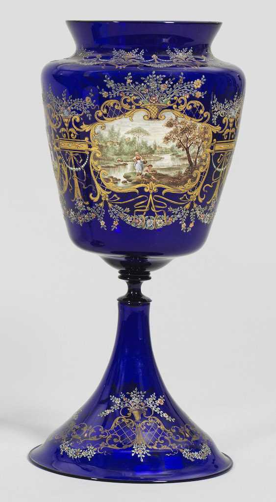 Large trophy vase with enamel and gold painting - photo 1