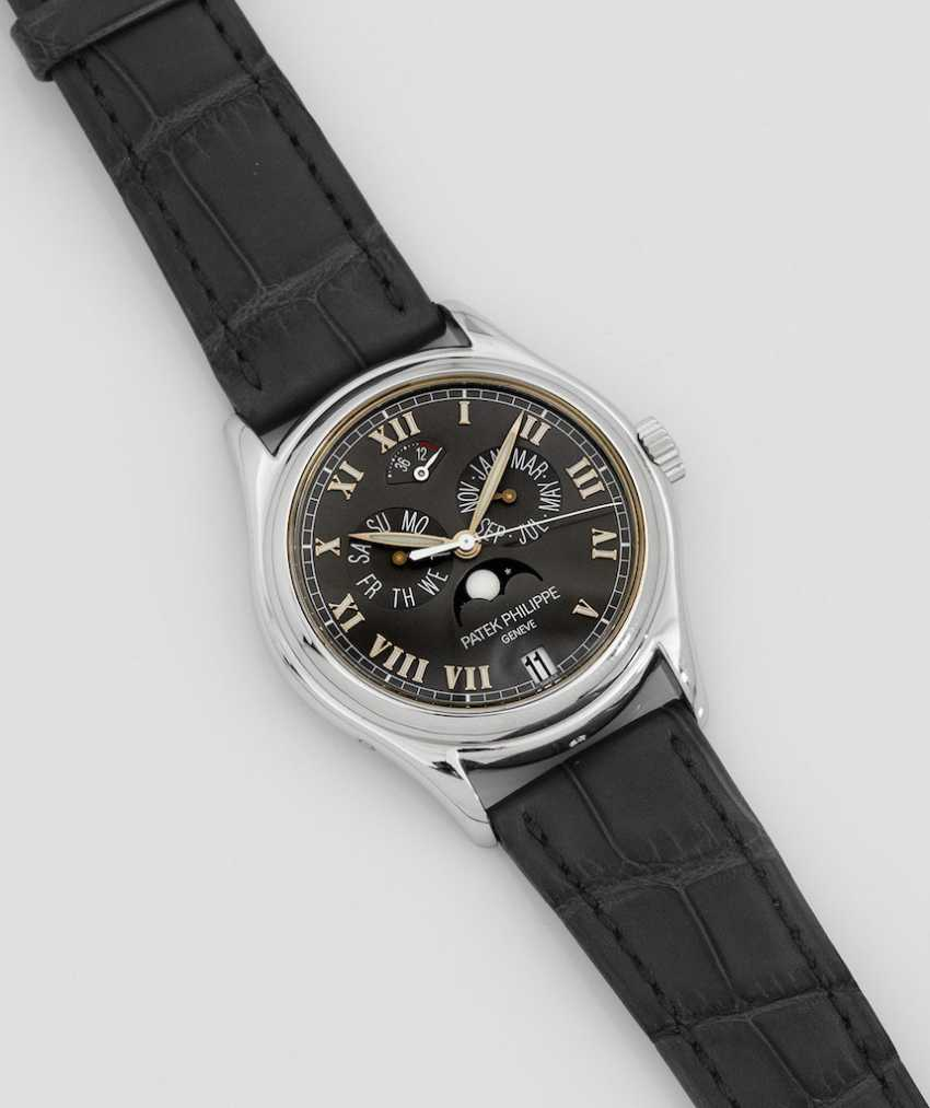 Mens wrist watch by Patek Philippe with perpetual calendar - photo 1