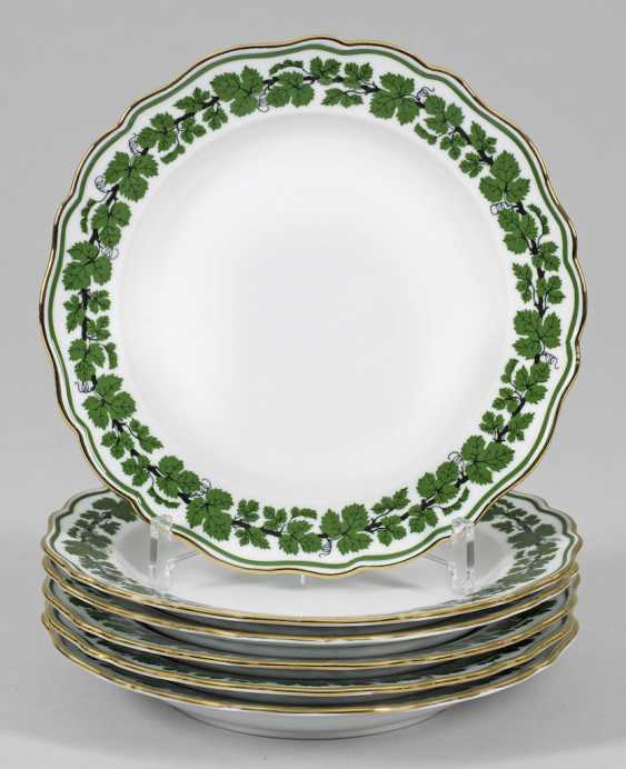 Six dinner plates with vine leaf decoration - photo 1
