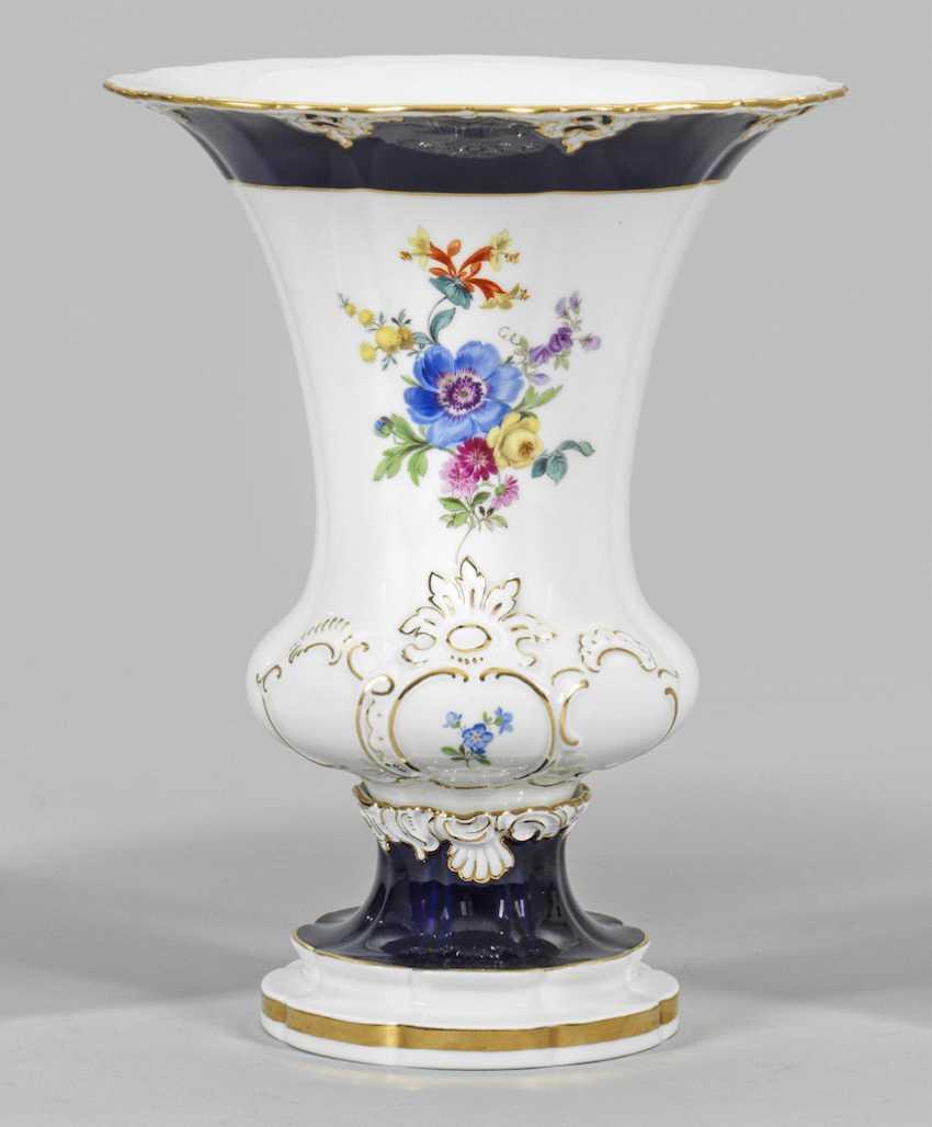 Ornamental vase with flowers decor - photo 1