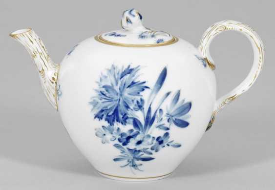 Teapot with floral decor - photo 1