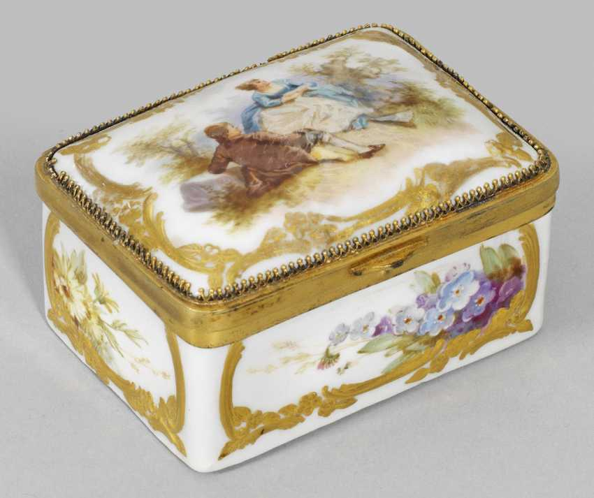 Anatomical snuffbox with Watteau scene and soft painting - photo 1