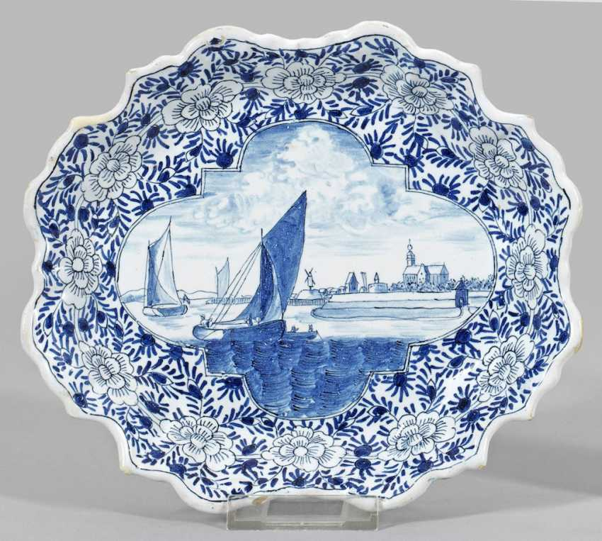 Small oval dish with a Dutch landscape - photo 1