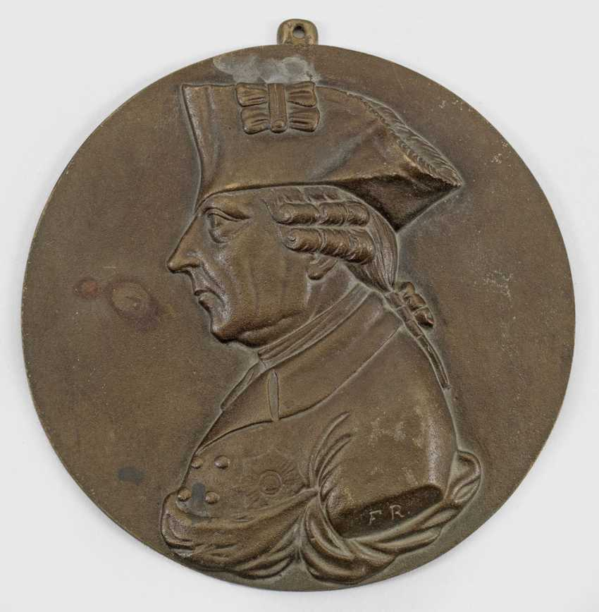 Relief plaque with portrait of king Friedr rich II. of Prussia - photo 1