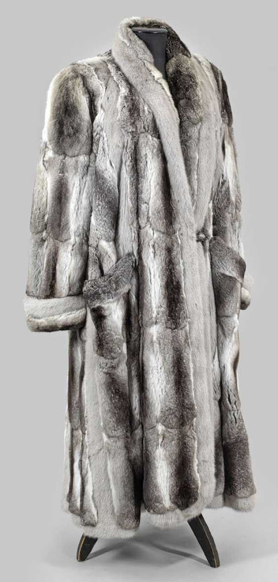 Auction Luxerioser Chinchilla Coat By Alfredo Pauly Buy Online By Veryimportantlot Com Auction Catalog Auction 174 International Art And Antiques From 18 05 2019 Photo Price Auction Lot 2777