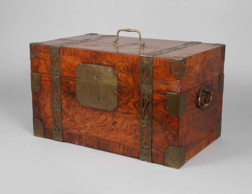 Small Baroque-style travel chest - photo 1