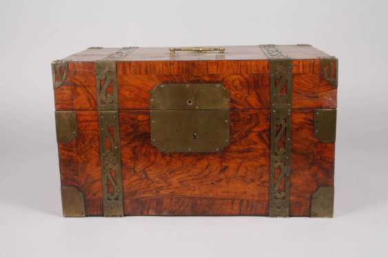 Small Baroque-style travel chest - photo 3