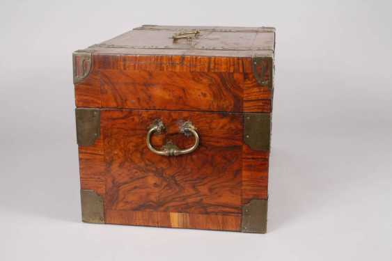 Small Baroque-style travel chest - photo 4